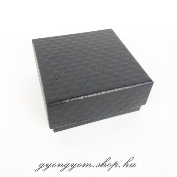 Fekete ajándékdoboz